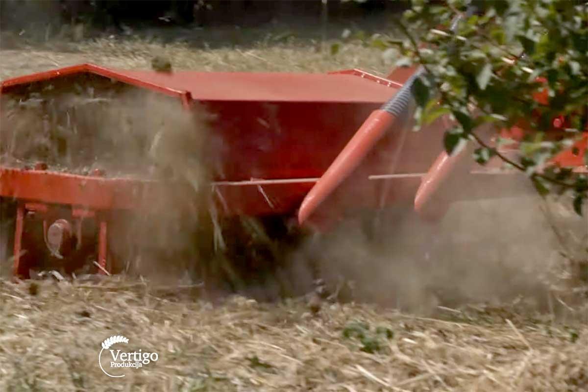 Agrosaveti---Freza-sa-ulagacem-za-djubrivo---01